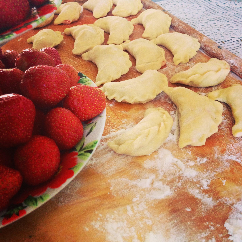 Рецепт вареника с клубникой пошагово в