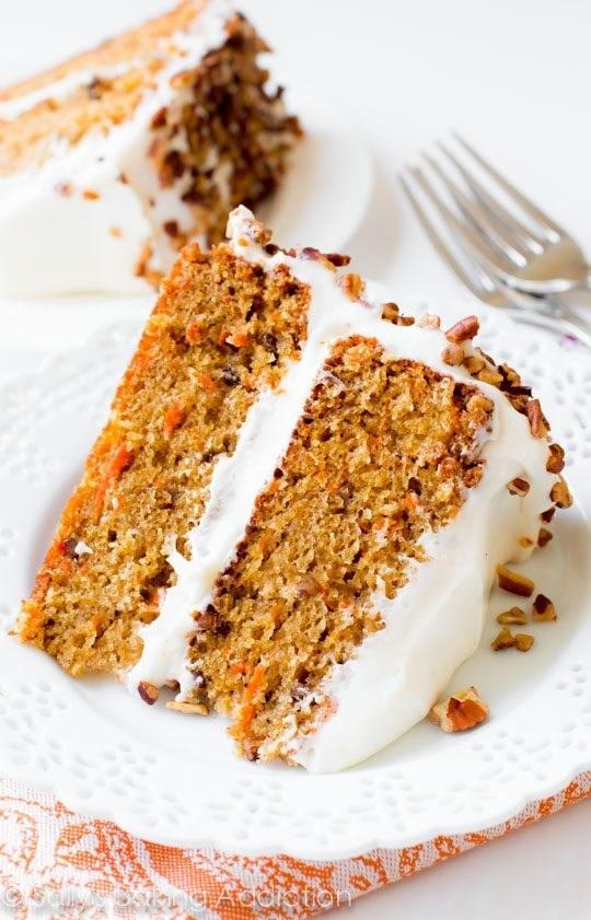 Смотреть Морковный кекс с орехами и изюмом видео