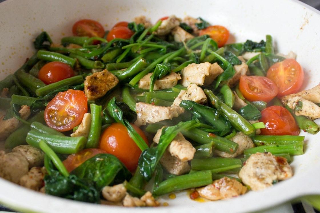 Салат с куриным сердцем и фасолью рецепт
