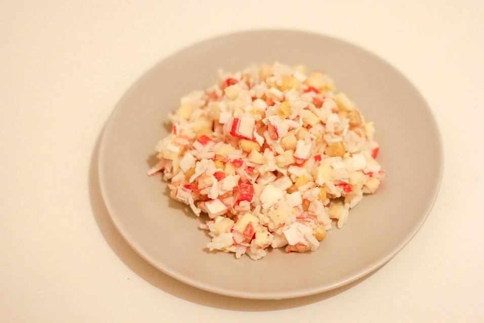 крабовый салат рецепт с рисом и помидорами