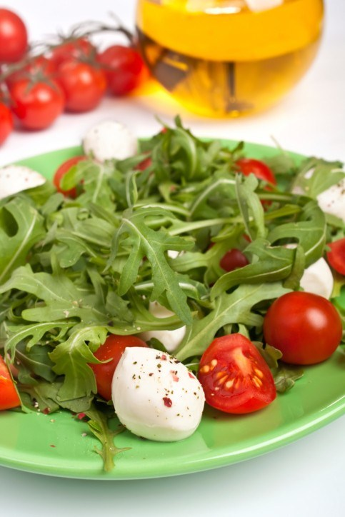 Салат с моцареллой и руколой. Рецепт