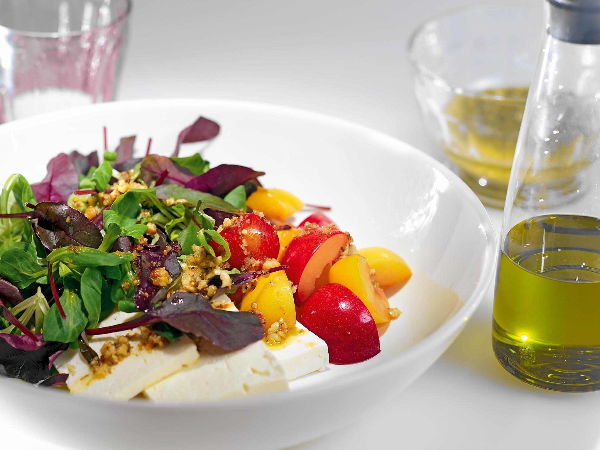 салат с соленой брынзой рецепт