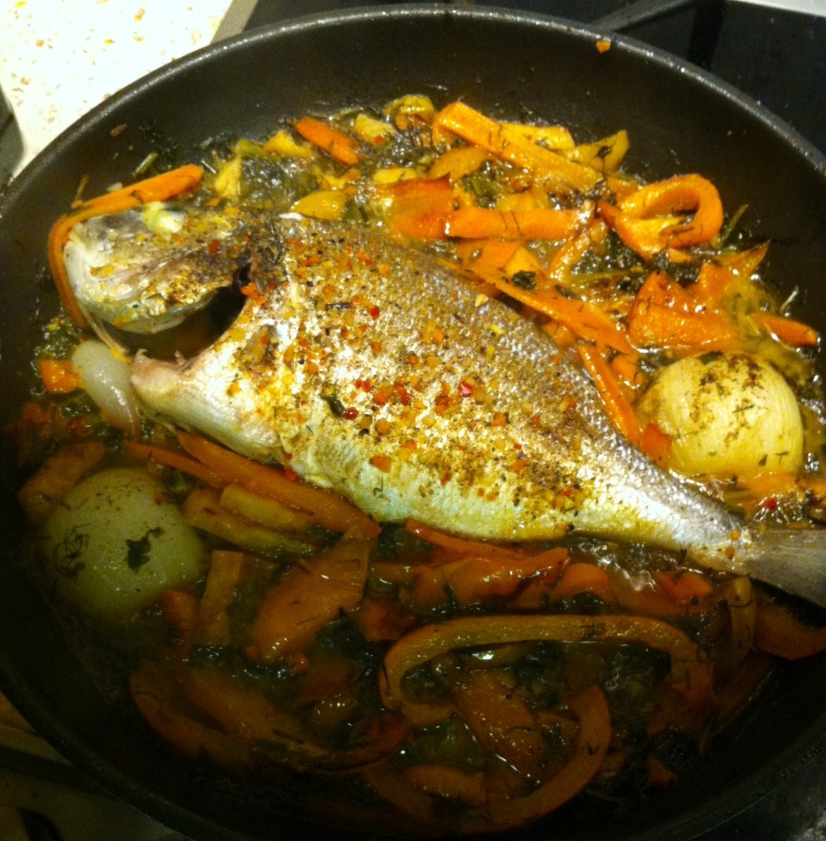 Дорадо на сковороде приготовления