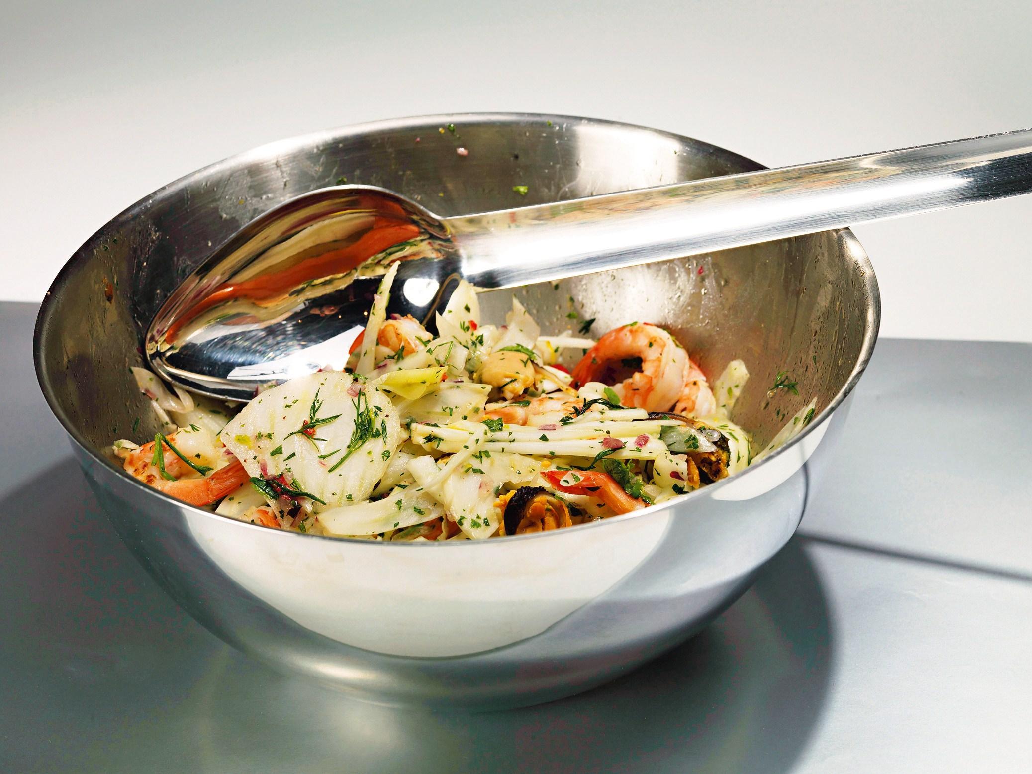 Салат из морских гадов