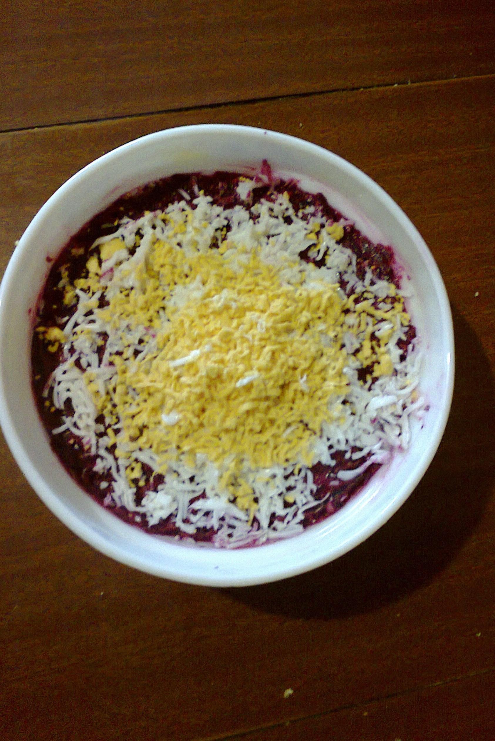 Слоёный салат с плавленным сыром