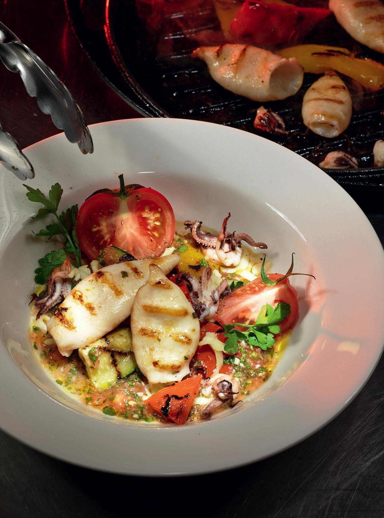 салаты с кальмарами рецепты приготовления и фото