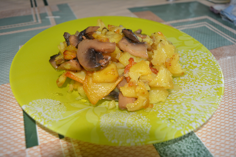 Картофель с грибами жареная рецепт пошагово