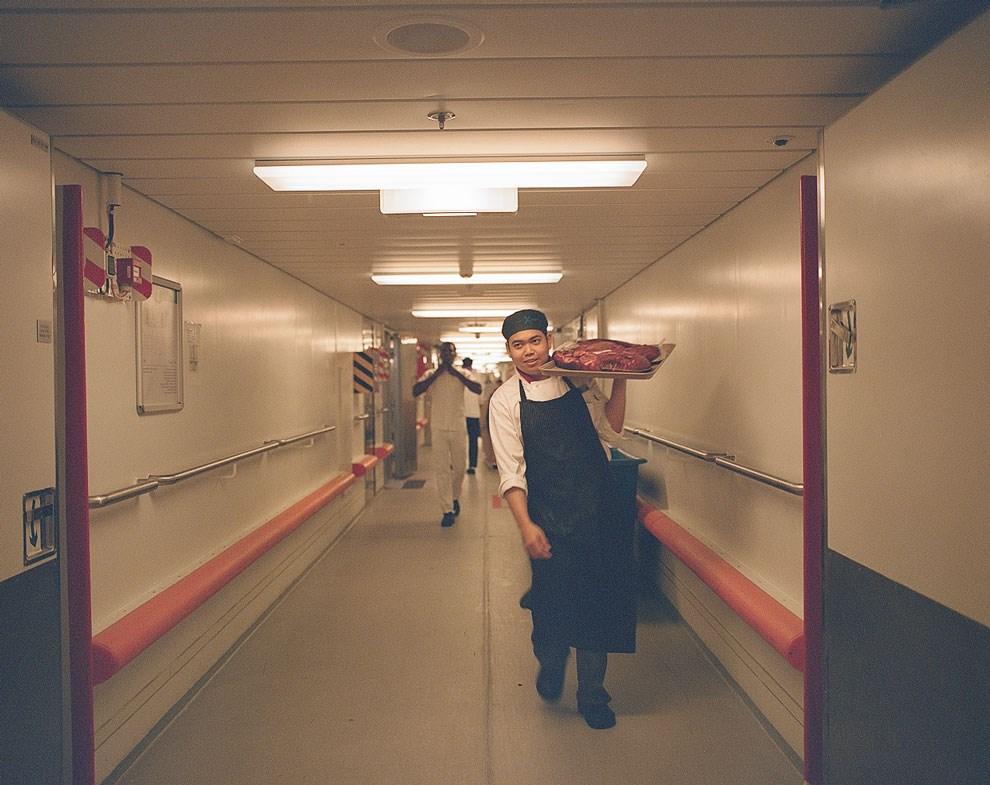По аналогии с известной магистралью, этот коридор на лайнере называют трассой I-95— он проходит через все холодильные камеры с продуктами.