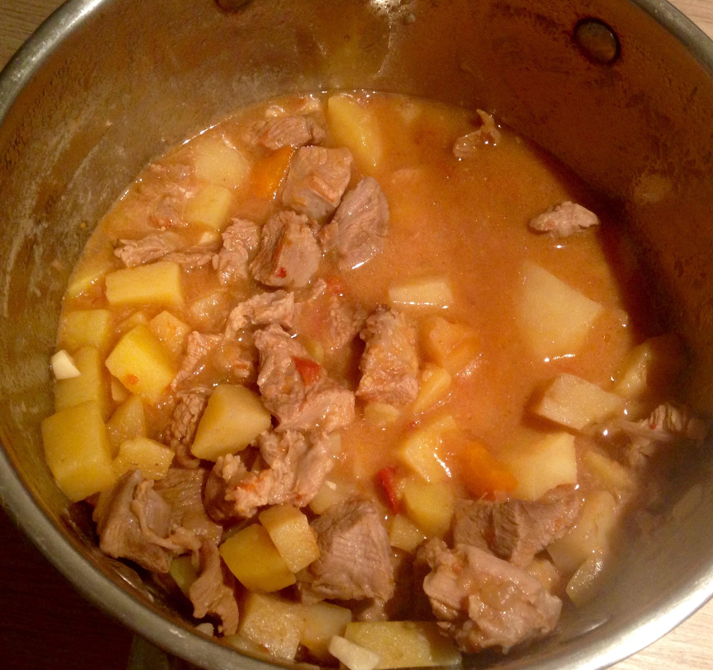 Картошка тушеная с индейкой в кастрюле рецепт